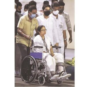 Days after 'attack', Mamata to conduct roadshow on wheelchair in Kolkata